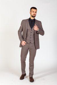 Класичний чоловічий костюм тройка